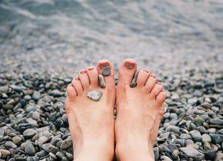 Kiedy zwykłe kremy nie pomagają, czyli jak dbać o stopy, które wymagają profesjonalnej pielęgnacji?