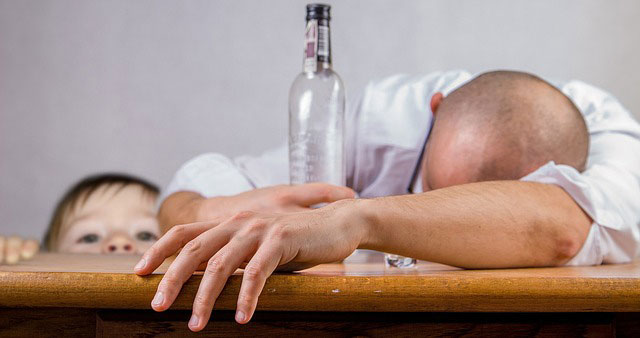 alkoholizm to problem dotykający całej rodziny uzależnionego