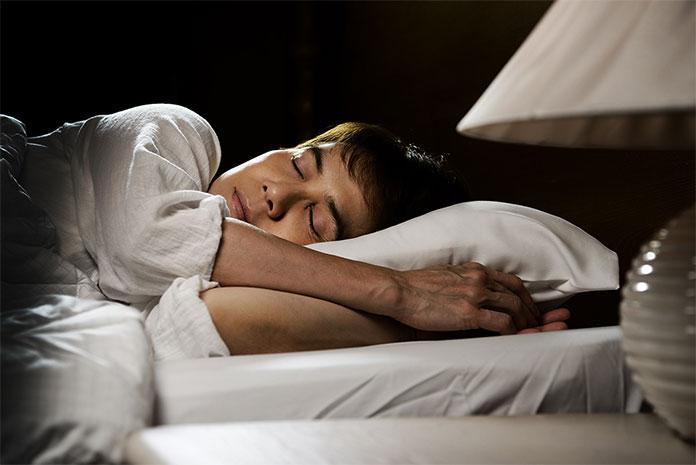 położenie głowy podczas snu
