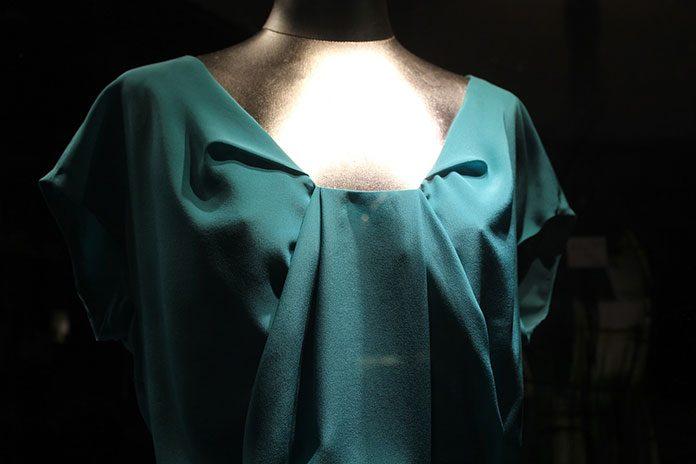 Sukienka ołówkowa – model dla każdej kobiety