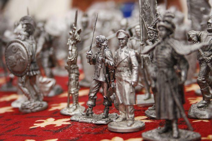 Figurki srebrne