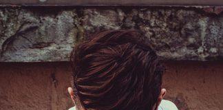 Bluza męska zakładana przez głowę czy rozpinana